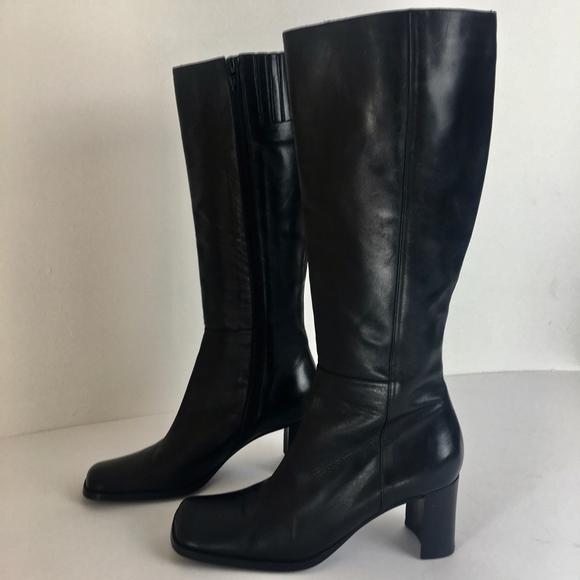 59fa59f53f0 Via Spiga black leather boots square toe size 6